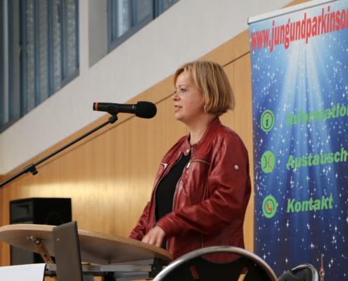 Keep Moving   Taiji-Therapie - Parkinson Symposium in Berlin · Dr.Gesine Lötzsch als Schirmherrin